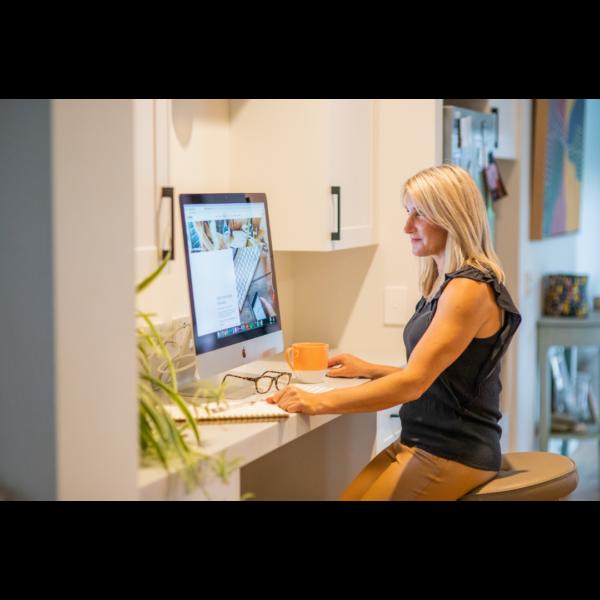 Digital Marketing Specialist reviewing website